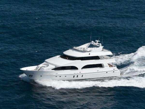 President Tri Deck Motoryacht Running Shot