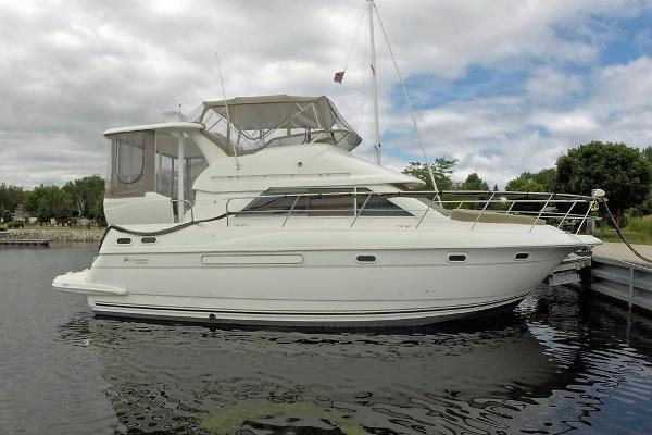 Cruisers 3750 Motoryacht Profile