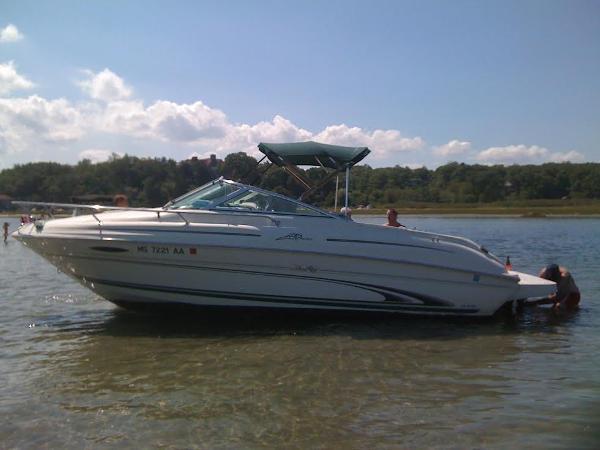 Sea Ray 215 Weekender Port Profile