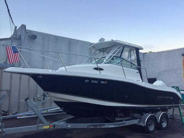 Striper 2301 Walkaround OB 2301W/A Portside