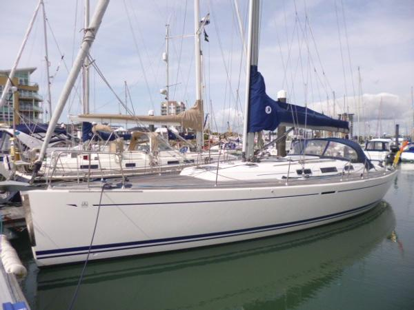 Dufour 44 Hull - Port Bow