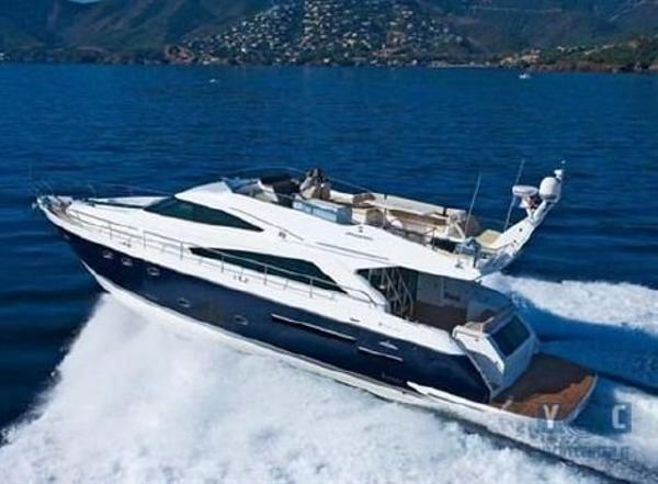 Fairline Squadron 65 Running without Bimini