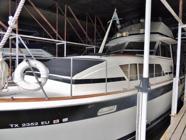 Chris-Craft 410 Commander Yacht Port Side