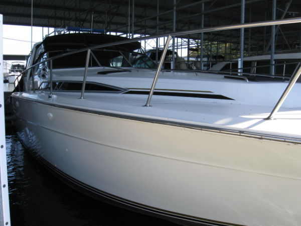 Sea Ray Express Cruiser Bow View