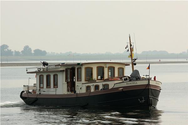 Custom Luxe Motor Pieterplas Peniche 1500 Barge