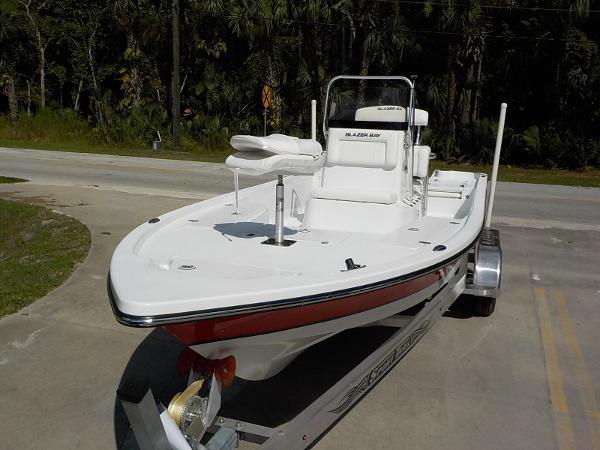 Blazer Boats 2200 Bay