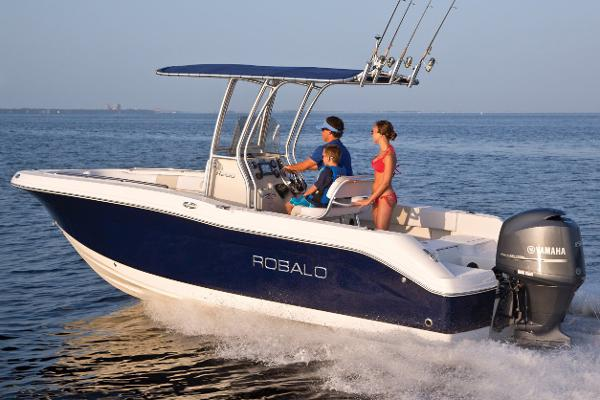 Robalo R200 Center Console Manufacturer Provided Image