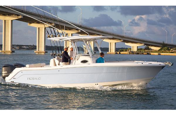 Robalo R300 Center Console Manufacturer Provided Image