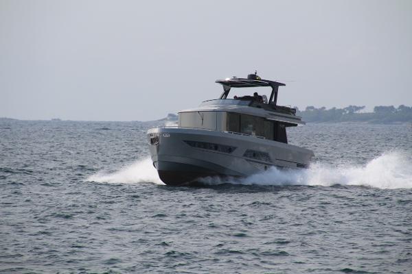 Okean 50 fast trawler Okean 50 FLY