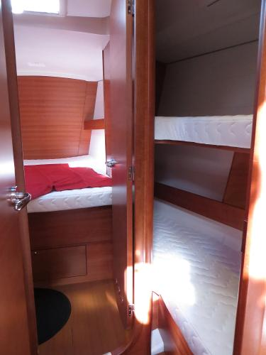forward cabin + side cabin
