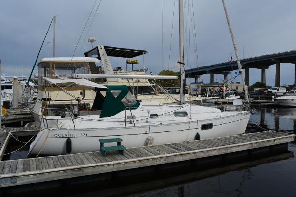 Beneteau Oceanis 321 Profile