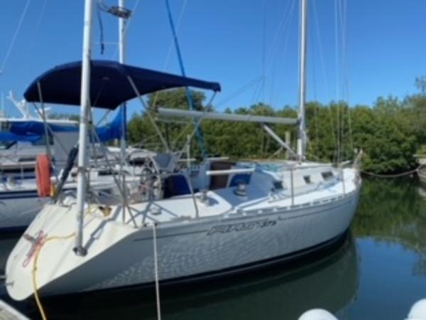 Beneteau First 375 Shoal Draft Dockside