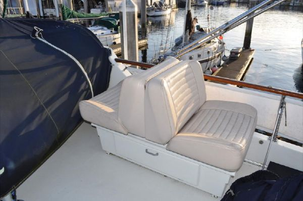Flybridge Seating (1 of 2)