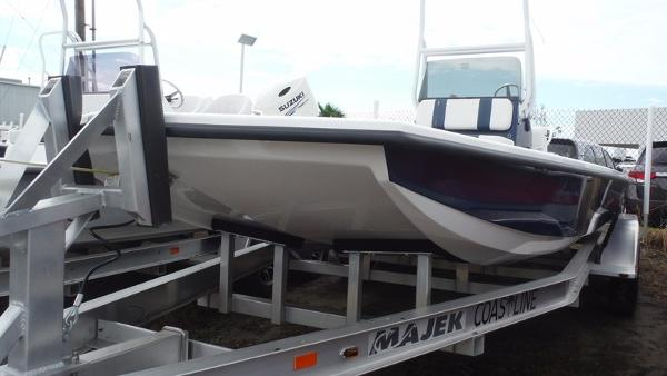 Majek Boats 2206 Illusion