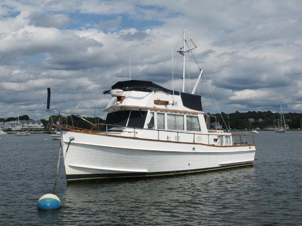 Grand Banks 36 Classic Port Bow