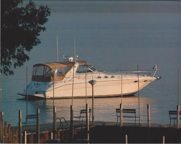 Sea Ray 370 Sundancer Starboard Hull Side