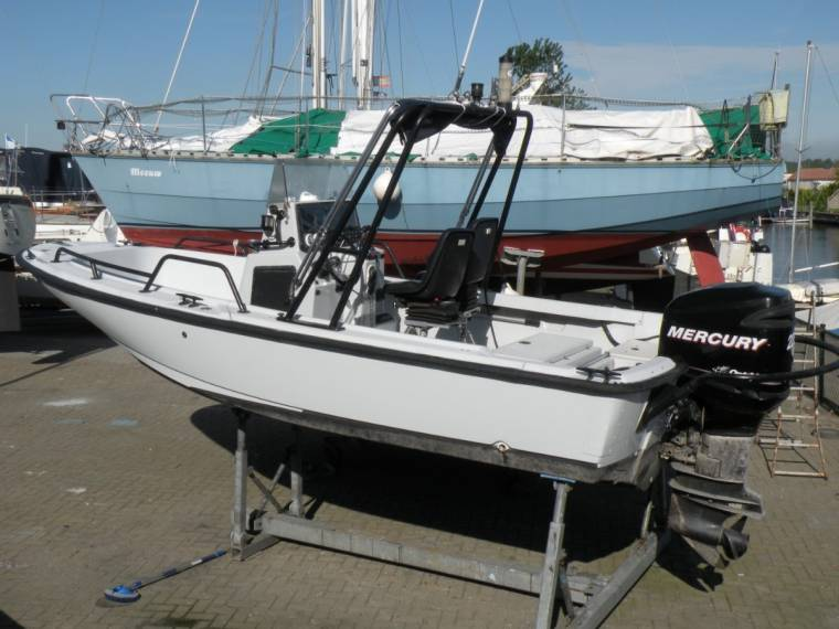 Boston whaler Outrage Justice 20