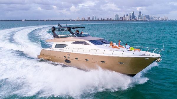 Uniesse Yacht