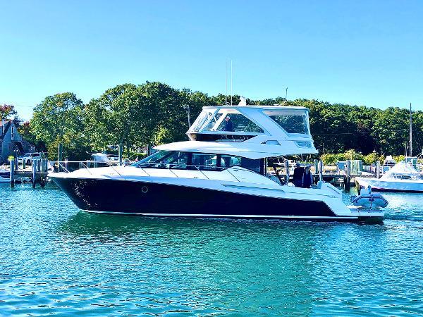 Tiara Yachts F53 Flybridge