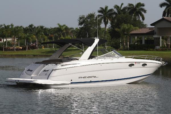 Regal 3550 Cuddy starboard