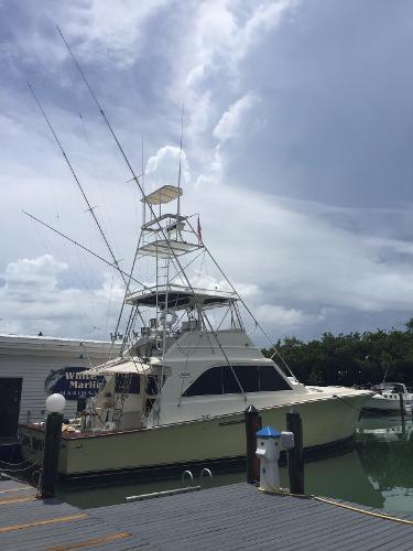 Ocean Yachts Convertible Carpe Diem at the dock