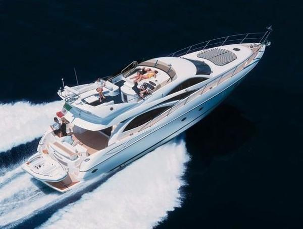 Sunseeker Manhattan 64 Cruising at 20 knots, 1900 RPM