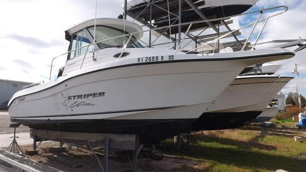 Seaswirl Striper 2301 Walkaround I/O