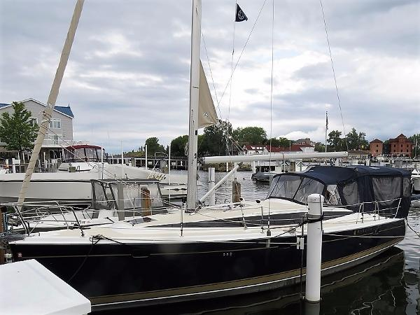 Marlow-Hunter 40 Ready to Sail Away