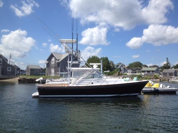 Black Watch 33, Hunt design 33  Profile at dock