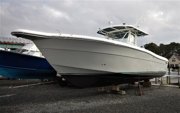 Stamas 340 Center Console Tarpon Brand new Alwgrip hull paint