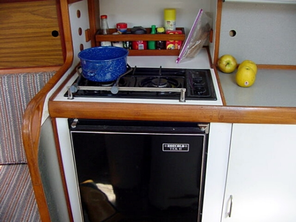 Stove & Refrigerator