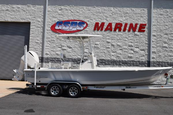 Pathfinder 2400 TRS Pathfinder 2400 Center Console Bay