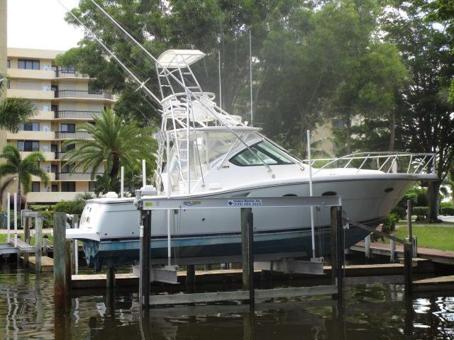 Tiara Express Cruiser With Tower 32' Tiara