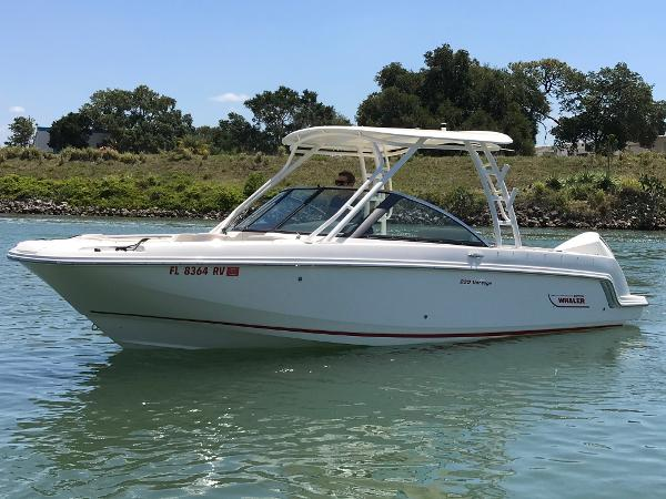 Boston Whaler Vantage 230 Port Profile