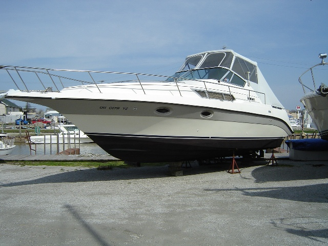 Cruisers Yachts 3110