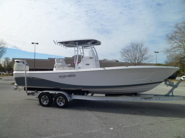 Blue Wave 2800 Pure Hybrid STARBOARD ON TRAILER