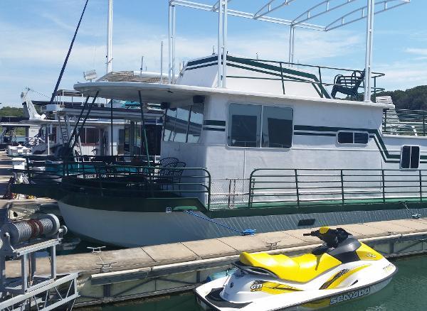Hilburn Houseboat