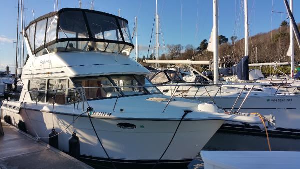Carver 320 Voyager Starboard Bow Profile