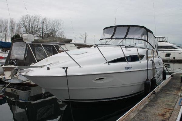 Bayliner 3055 Ciera Sunbridge DX/LX At the Dock