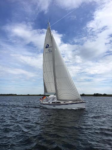 Hallberg-Rassy HR 340 Sailing