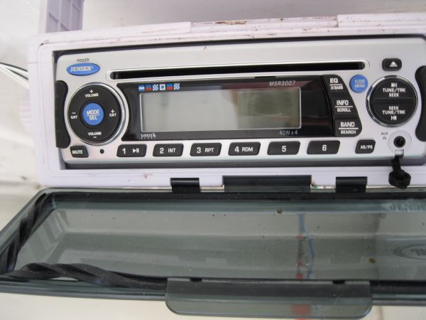 AM/FM/CD player w/ speakers