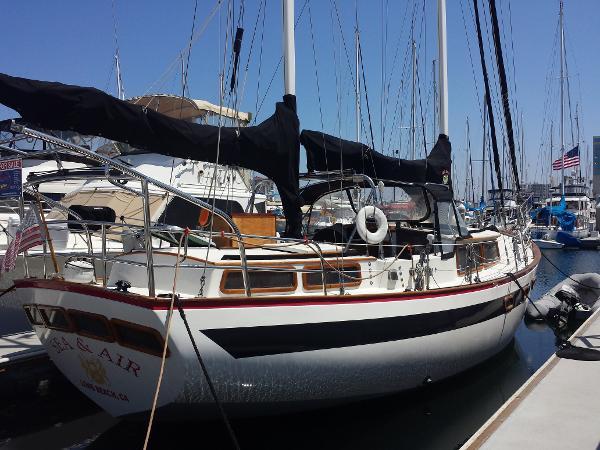Islander Yachts Freeport Starboard Quarter