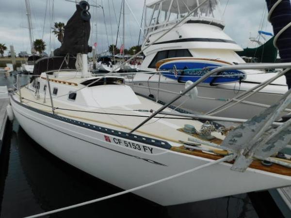Islander Sloop Starboard exterior