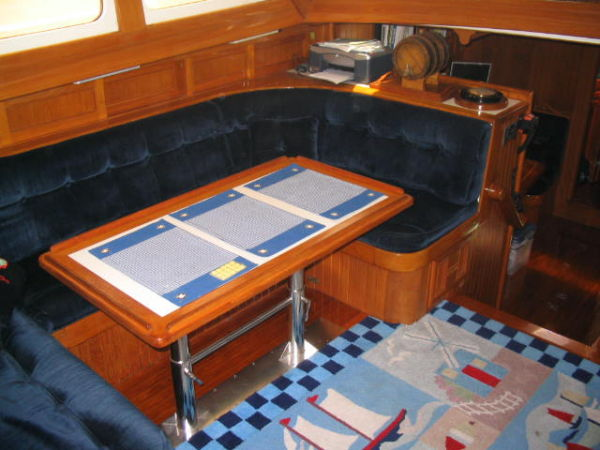 Pilothouse settee port