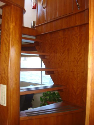 54' Crosswater salon-flybridge stairs