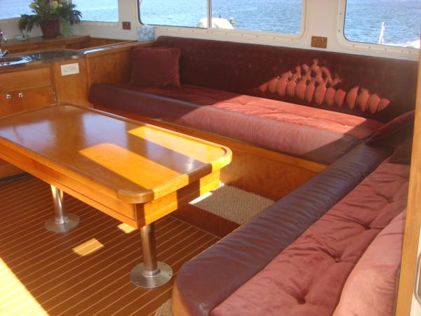 54' Crosswater flybridge seating photo1
