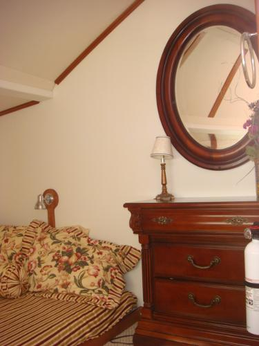 54' Crosswater guest stateroom photo2