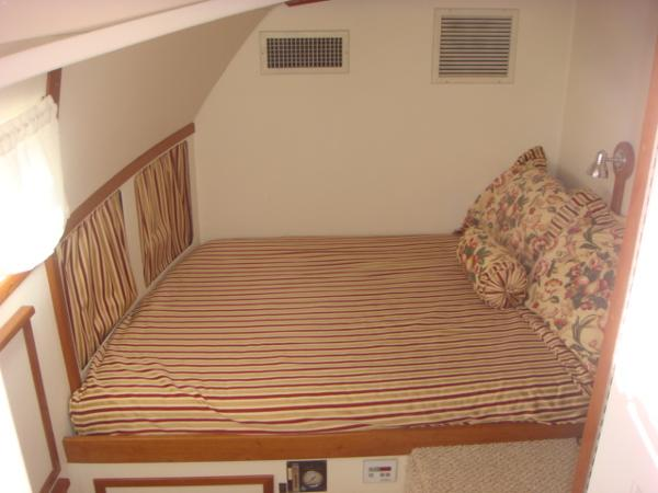 54' Crosswater guest stateroom photo1