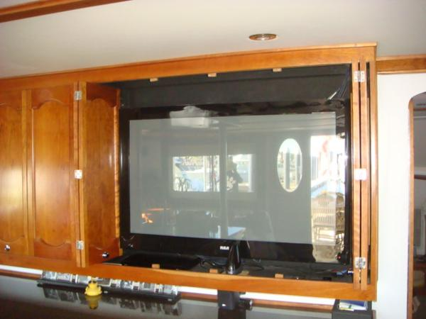 54' Crosswater salon TV