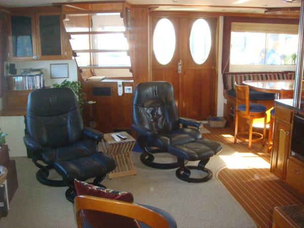 54' Crosswater salon aft